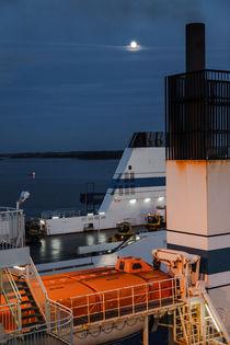 Night On A Ferry – Nachts auf der Fähre von STEFARO .