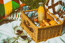 Picnic Basket With Fruits, Orange Juice, Croissants And No Bake Blueberry And Strawberry Jam Cheesecake von Radu Bercan