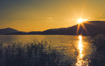 Sun star over lake - Sonnenstern über dem Wörthersee von Silvia Eder