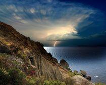 Distant Lightning von Yuri Hope