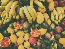 Tropical Summer Fruits In Fruit Market von Radu Bercan