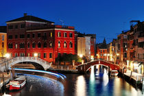 Venice by night, beautiful scenic view, Venezia, Italy von Tania Lerro