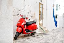 italian scooter red vespa in a alley, Ostuni, Apulia, Italy von tanialerro