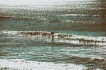 Die Welle erwischt by Bastian  Kienitz