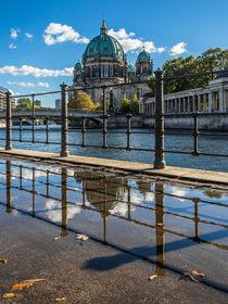 Berlin an der Spree - Spiegelung II von elbvue von elbvue