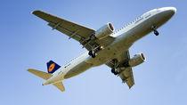 Lufthansa Plane by Bastian Altenburg