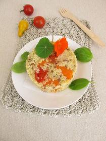 Hirse Türmchen mit Tomaten, Karotten und Kräutern von Heike Rau