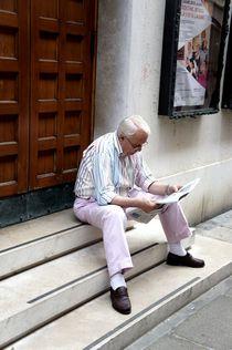 Il lettore del giornale by Andrea Hensen