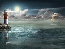 Segelboot und Leuchtturm unter Beleuchtung  by Monika Juengling