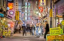 alley in 'shitamachi' von Erik Mugira
