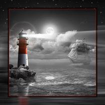 Leuchtturm und Segelschiff in der Nacht bei Mondschein von Monika Juengling