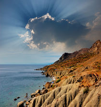 The sun's rays over the slopes of Meganom, Crimea von Yuri Hope