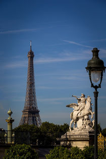 Eiffel Tower, monuments and boulevard von Juan Carlos Lopez