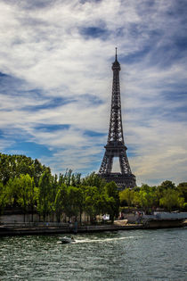 Eiffel tower and the Senna river von Juan Carlos Lopez