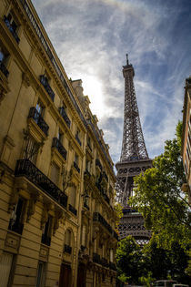 Eiffel tower amid the buildings by Juan Carlos Lopez