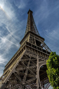 Eiffel Tower by Juan Carlos Lopez
