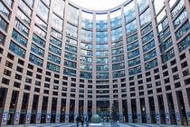 Unser Europa-Parlament 5, Innenhof by Hartmut Binder