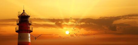 Leuchtturm-wolken-sunset
