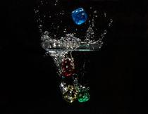 Würfel fallen ins Wasser von Michael Wallisch
