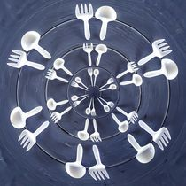 forks and spoons on the wooden table in circle pattern von timla