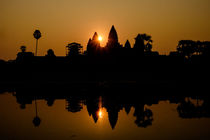 Sonnenaufgang über Angkor Wat in Kambodscha by Stefanie Heitmüller