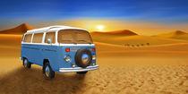 Bulli T2 auf Wüstentour  by Monika Juengling