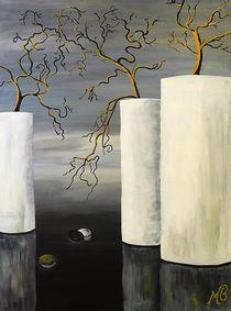 Weiße Vasen by Monika Beirer