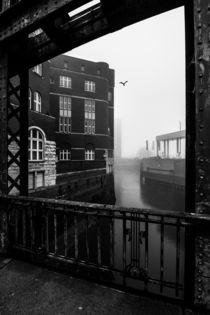 Hamburg Speicherstadt im Nebel III von elbvue von elbvue