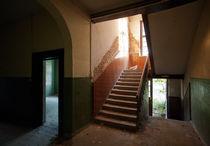 zweimal Tür, halbes Fenster by Peter Jean Geschwill