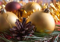 Multicolored Christmas balls and pine cone. von Andrey Lipinskiy