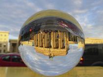 Brandenburger Tor durch die Glaskugel gesehen by Ralf Schröer