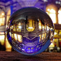 Winter scene through the crystal ball / Glass Ball Photography von Ralf Schröer