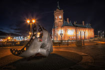 Pierhead building and Merchant Seafarer's War Memorial von Leighton Collins