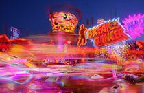 Karussell Break Dancer  auf dem Bremer Freimarkt bei Abenddämmerung, Bremen by Torsten Krüger