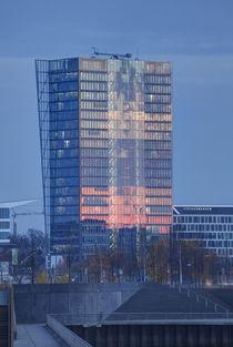Weser-Tower in der Bremer  Ueberseestadt bei Abenddaemmerung von Torsten Krüger