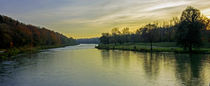 Die Farbe des Wassers des Flusses, Isar by Hartmut Binder