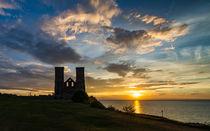 Sunset - Reculver Towers #2 von Kevin Grimshaw