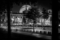Berlin bei Nacht - Reichstag #1 von Colin Utz