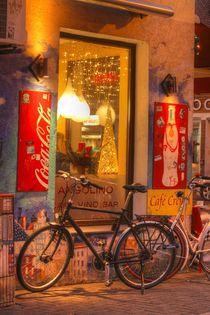 Kneipenfenster mit Graffiti bei Abenddämmerung, Ostertorviertel, Viertel, Bremen by Torsten Krüger