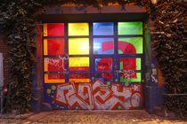 Beleuchtetes Tor mit Graffiti bei Abenddämmerung, Ostertorviertel, Viertel, Bremen by Torsten Krüger