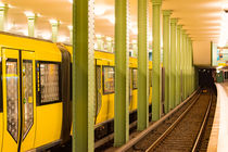 U-Bahn Zug Alexanderplatz Berlin by mnfotografie