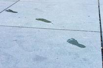 Fußabdrücke auf Zement by mnfotografie