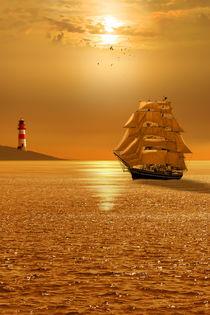 Goldene Abendstimmung auf dem Meer mit Segelschiff von Monika Juengling