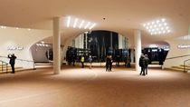 Plaza  Elbphilharmonie by Peter Norden