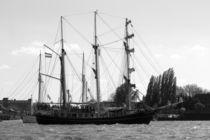 "Sailing boat / Segelboot ""THALASSA"" 2016 in Hamburg, Hafengeburtstag von Simone Marsig"