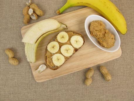 Img-7420-banane-erdnussbutter-brot