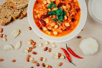 Chili Beans Stew, Bread, Red Chili Pepper And Garlic Ready To Be Served von Radu Bercan