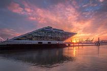 Dockland Sonnenuntergang von photobiahamburg