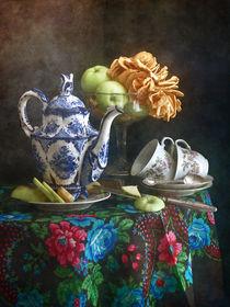 Teekanne und Äpfel by Nikolay Panov