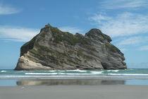 Wharariki Beach in New Zealand von stephiii